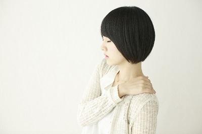 四十肩と五十肩の違いって?!寝れないくらい痛いのに自然に治る?