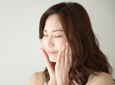 顔のシミを予防する